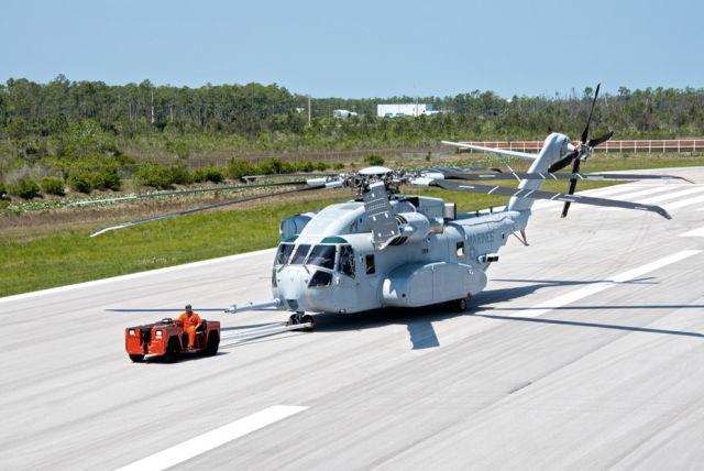 Вертолет CH-53K King Stallion на лётных испытаниях.