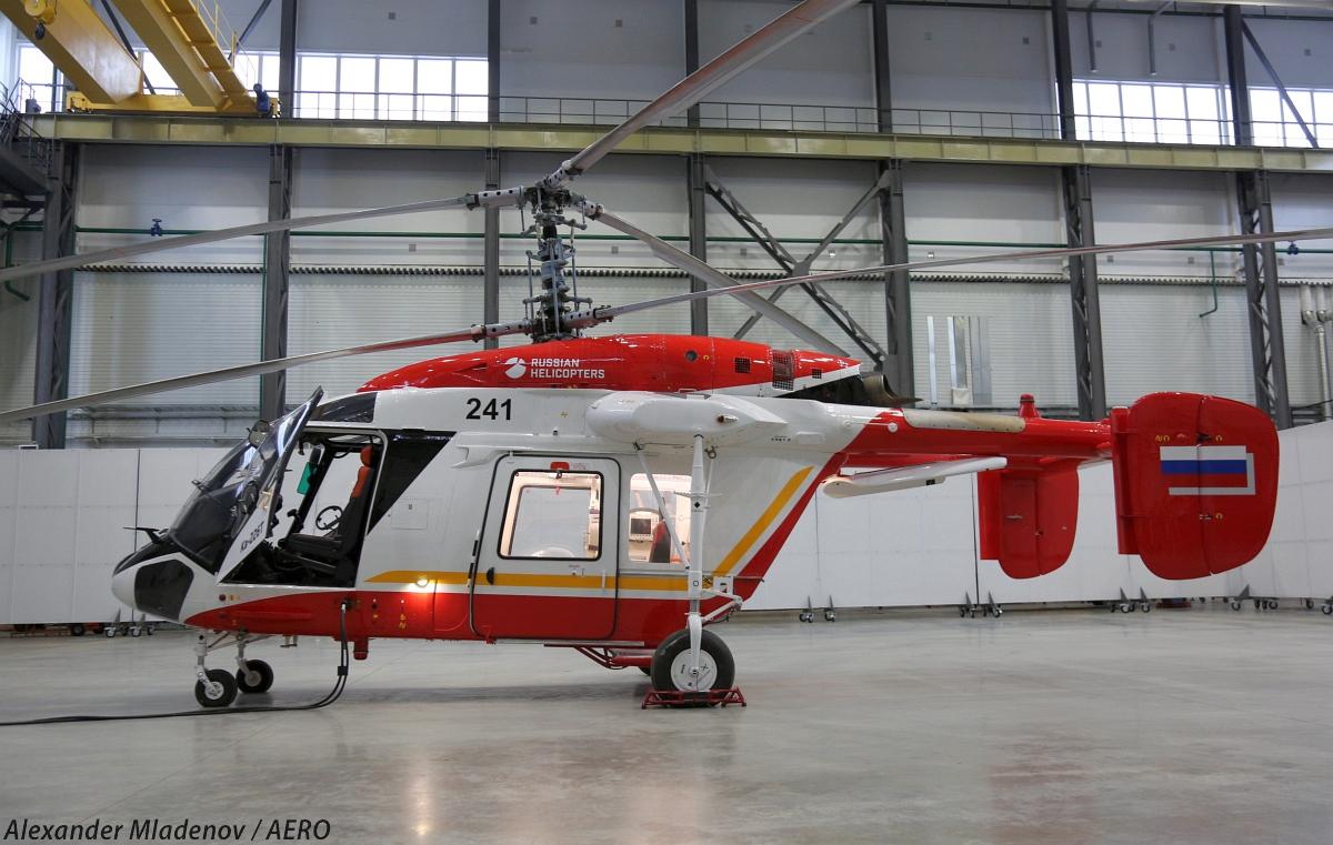 """Легкий вертолет Ка-226Т (первый серийный образец постройки 2013 года, бортовой номер """"241"""", заводской номер 523226521002) в ангаре нового опытного производства АО """"Камов"""" в Томилино."""
