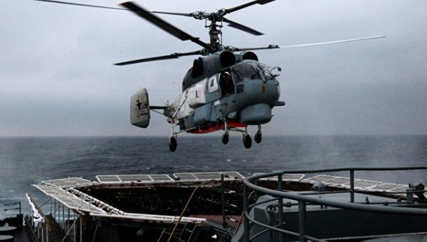 Вертолет Ка-27ПС во время военно-морского парада в заливе Петра Великого . Архивное фото