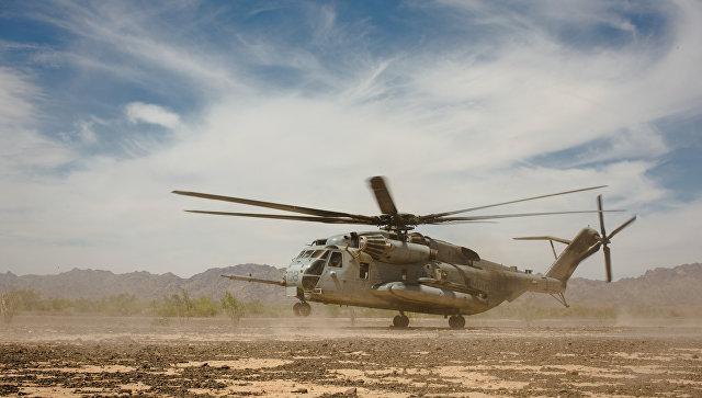 Вертолет корпуса морской пехоты CH-53E Super Stallion во время учений в Калифорнии, США.
