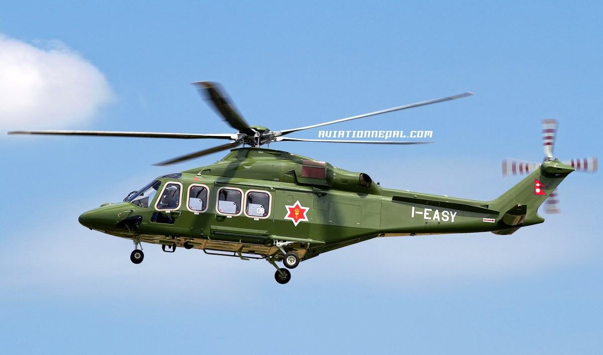 Построенный для авиационной службы армии Непала многоцелевой вертолет Leonardo Helicopters AW139 (серийный номер 31808, временная итальянская регистрация I-EASY) во время испытаний в Италии, июнь 2018 года.