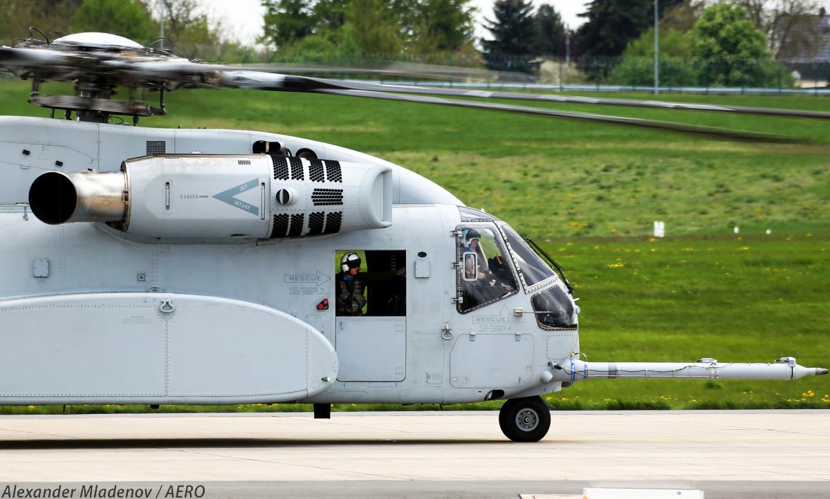Первый предсерийный образец американского тяжелого транспортного вертолета Lockheed Martin CH-53K King Stallion на авиасалоне ILA 2018.