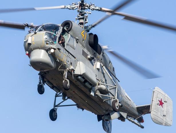 Вертолетчики Балтийского флота загнали в угол чужую субмарину