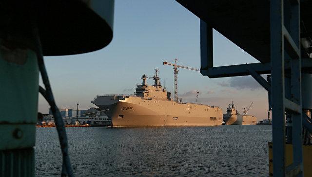 Вертолетоносец типа Мистраль в порту Сен-Назера. Архивное фото.