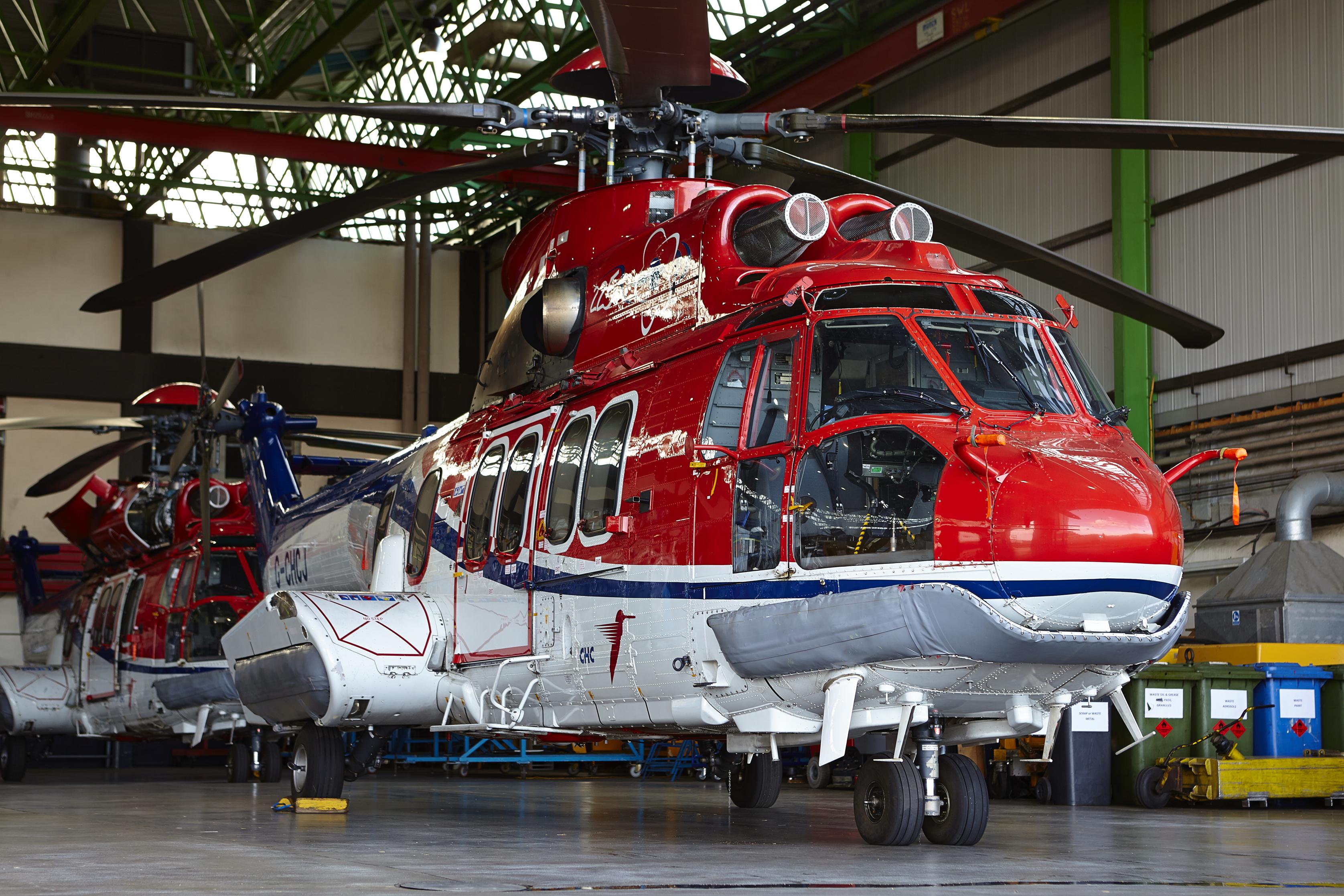 Вертолеты Airbus Helicopters H225 (EC225LP) компании CHC Helicopter в ангаре в Абердине (Великобритания). Теперь эти выведенные из эксплуатации вертолеты предполагаются к продаже для МВД Украины.