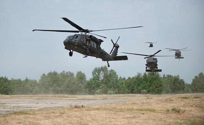 Вертолеты Black Hawk во время учений НАТО в Польше.