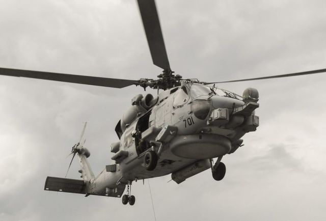 Вертолёт MH-60R Seahawk.