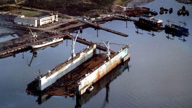Вид на плавучий док ПД-50