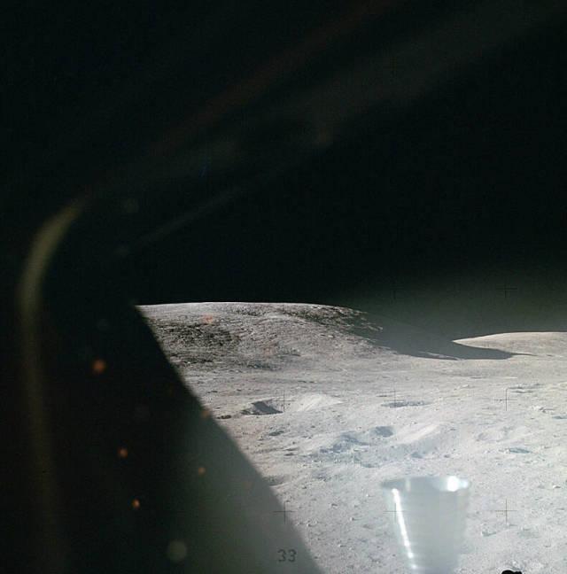 Вид на поверхность Луны