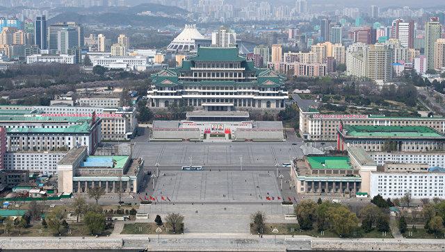 Вид на площадь Ким Ир Сена в Пхеньяне.