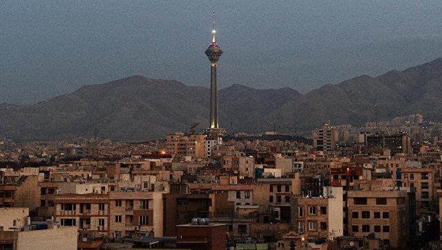 Вид на телебашню Бордж-е Милад в Тегеране. Архивное фото.