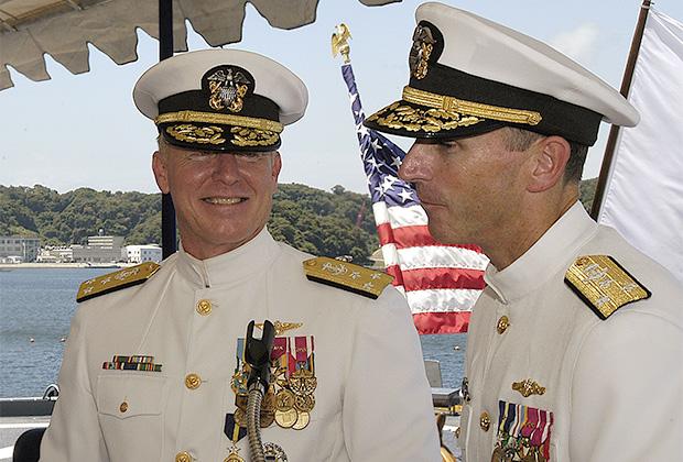 Вице-адмиралы Роберт Уиллард (слева), Джонатан Гринерт