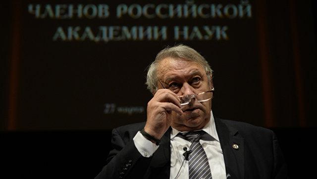 Президент РАН Владимир Фортов выступает на общем собрании Российской академии наук