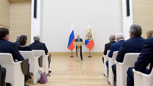 Владимир Путин выступает на церемонии вручения государственных наград сотрудникам ГК Ростех. 7 декабря 2017.