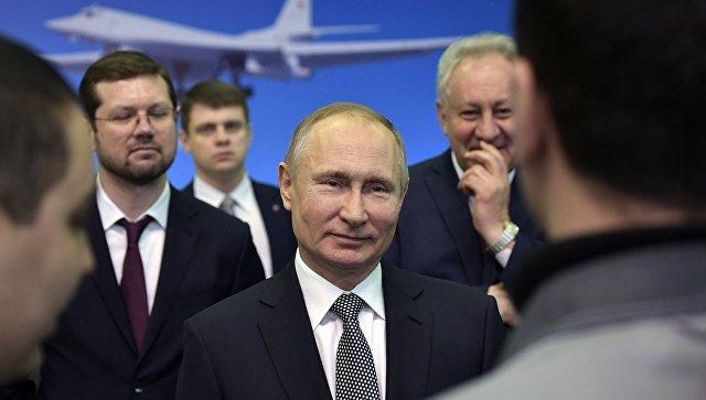 Президент РФ Владимир Путин во время общения с сотрудниками Казанского авиационного завода. 25 января 2018.