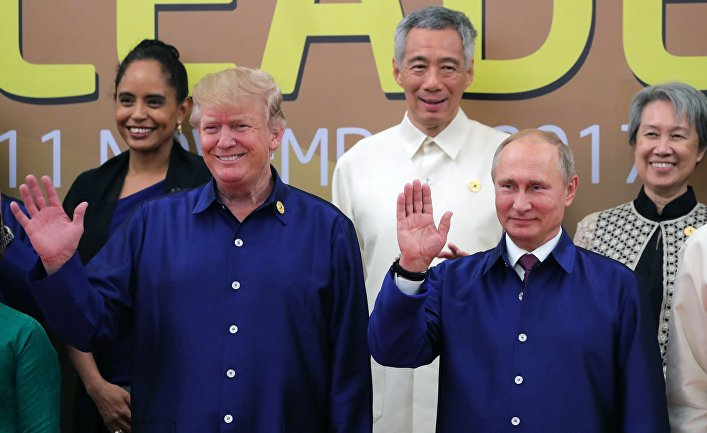 Владимир Путин и Дональд Трамп на саммите АТЭС.