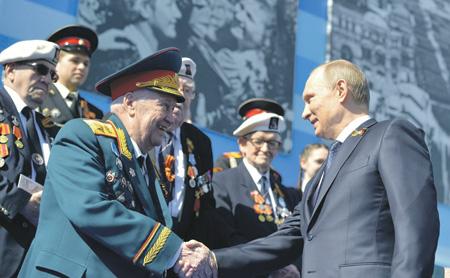 Владимир Путин и Махмут Гареев.