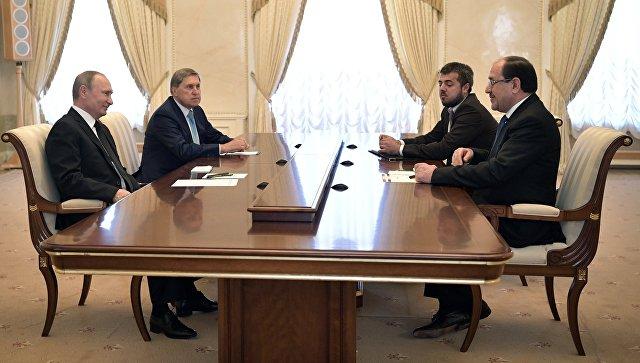 Президент РФ Владимир Путин и вице-президент Ирака Нури аль-Малики во время встречи. 25 июля 2017.