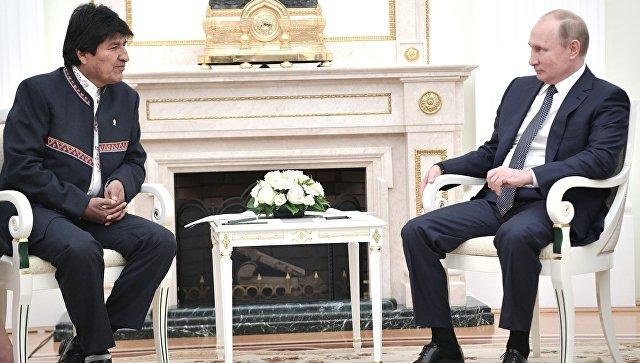Владимир Путин и президент Боливии Эво Моралес во время встречи. 13 июня 2018.