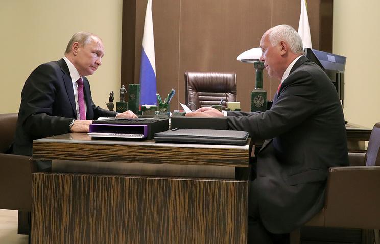 Президент РФ Владимир Путин и генеральный директор государственной корпорации Ростех Сергей Чемезов.
