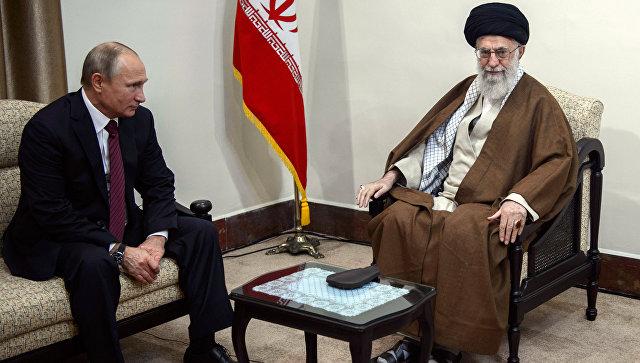 Владимир Путин и верховный руководитель Исламской Республики Иран Сайед Али Хаменеи во время встречи в Тегеране. 1 ноября 2017.