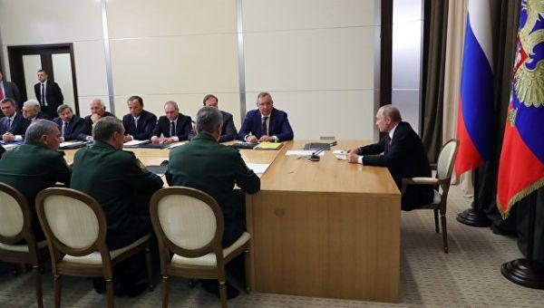 Владимир Путин проводит совещание с представителями Минобороны и предприятий ОПК. 17 мая 2018