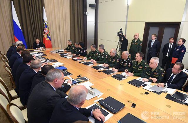 Владимир Путин проводит совещание с руководством министерства обороны РФ и представителями предприятий оборонно-промышленного комплекса. 21 ноября 201