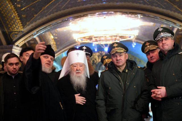 Вместе с министром обороны РФ Сергеем Шойгу строящийся храм осмотрел митрополит Ювеналий.