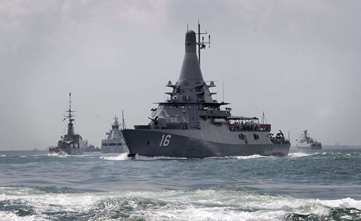 ВМС Сингапура провели первый международный военно-морской парад.