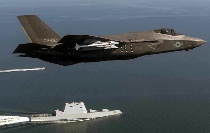 Истребитель F-35C.
