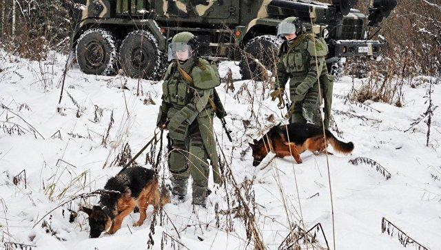 Во время занятий по специальной подготовке в 66-м учебном центре инженерных войск Вооруженных Сил РФ. Архивное фото.
