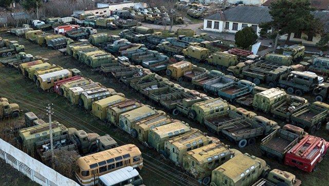 Военная техника, которая ранее входила в состав военно-морских сил Украины, в Севастополе. Архивное фото.