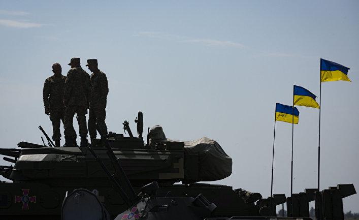 Военная техника на военном аэродроме в Чугуево Харьковской области, Украина.