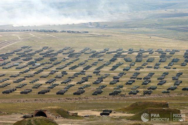 Военная техника на забайкальском полигоне Цугол, где проходит основной этап военных маневров Восток-2018. Архивное фото
