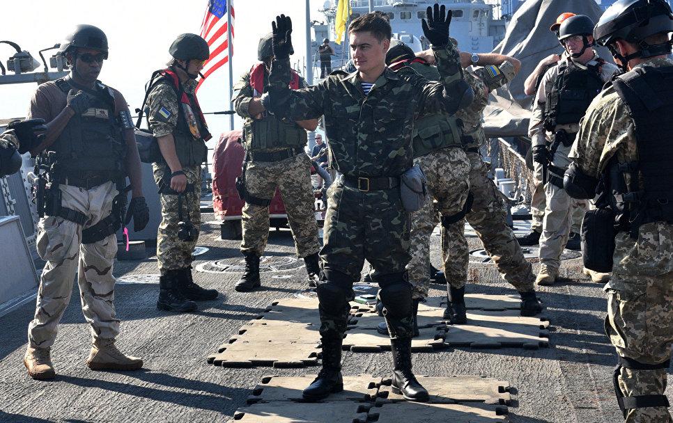 Военнослужащие США и Украины на военных украинско-американских военных учениях Sea Breeze-2015.