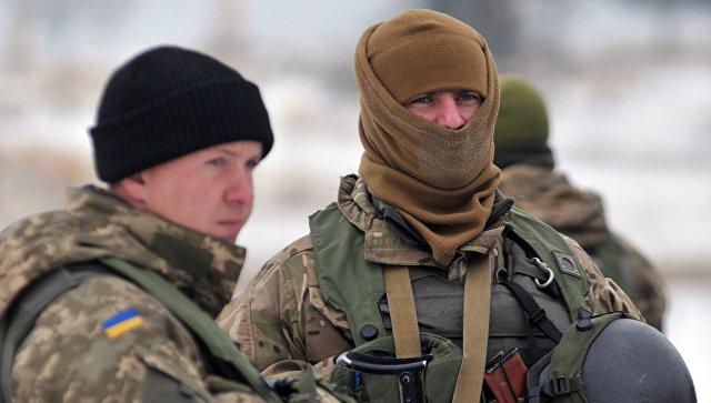 Военнослужащие вооруженных сил Украины в центре миротворчества и безопасности Национальной академии сухопутных войск им. гетмана П. Сагайдачного во Львовской области.