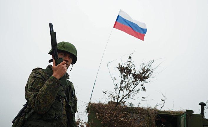 Военнослужащий ВС РФ во время бригадных тактических учений на полигоне Молькино в Краснодарском крае