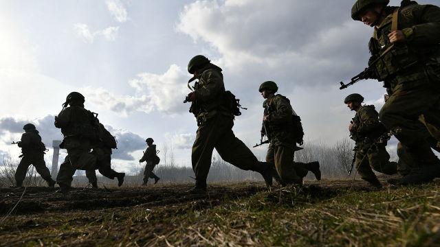 Военнослужащие МО России проводят спецоперацию во время активной фазы российско-белорусских учений тактических групп ВДВ