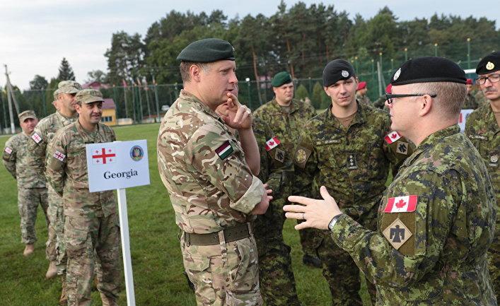 Военнослужащие армий Грузии, Венгрии и Канады на церемонии открытия военных учений Rapid Trident-2017 на Яворовском полигоне в Львовской области. 11 сентября 2017.