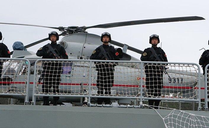 """Военнослужащие фрегата """"Юньчэн"""" военно-морских сил Китая, прибывший в порт Балтийска для участия в российско-китайских учениях """"Морское взаимодействие – 2017""""."""