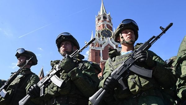 Военнослужащие на Красной площади в Москве. Архивное фото
