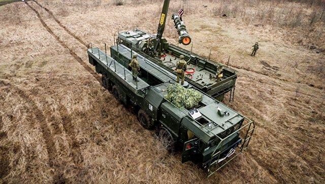 Военнослужащие во время учений оперативно-тактического ракетного комплекса (ОТРК) Искандер-М.ндер-М во время тактических учений расчетов по управлению ракетными ударами. Архивное фото.