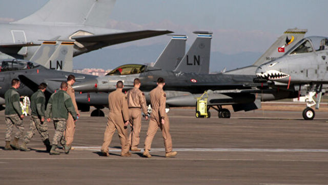 Военнослужащие ВВС США на авиабазе Инджирлик возле Аданы, Турция. 2015 год