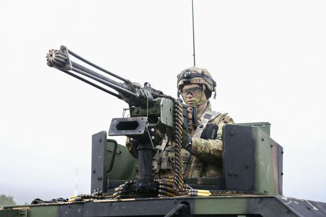 Военнослужащий армии США во время совместных учений войск НАТО Allied Spirit VII в Германии. 12 ноября 2017