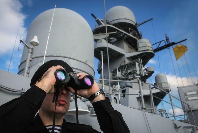 Военнослужащий во время итоговых учений корабельных группировок Каспийской флотилии