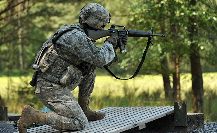 Военнослужащий армии США во время учений в Германии.