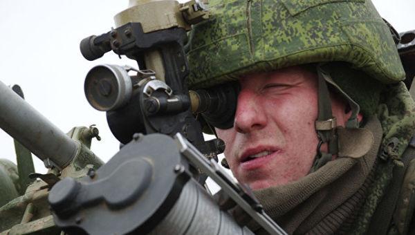 Военнослужащий ПВО РФ во время учений. Архивное фото