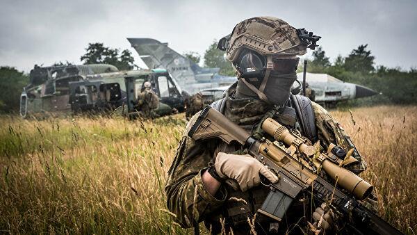 Военнослужащий войск НАТО во время учений в Германии. Июнь 2018