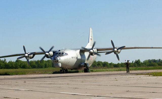 Военно-транспортный самолет Ан-12