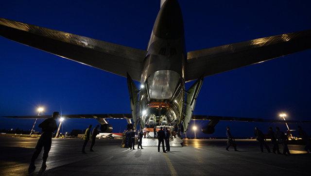 Военно-транспортный самолет Ан-124-100 Руслан. Архивное фото.